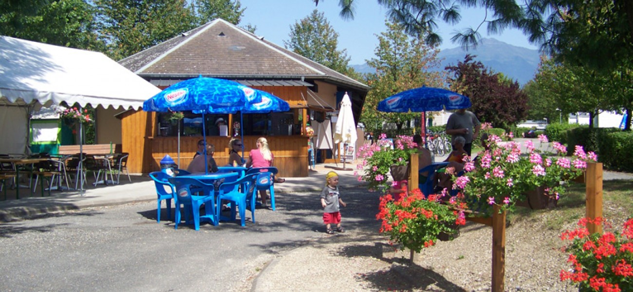 camping in savoie - Lac de Carouge - snack-terras