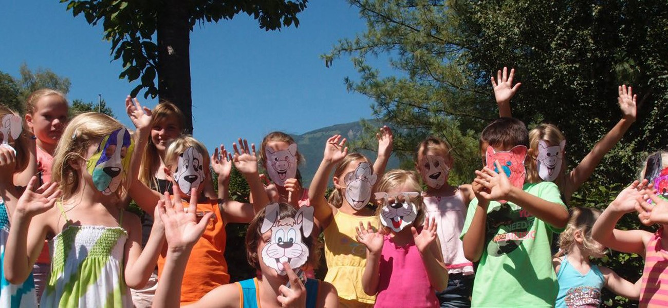 camping Savoie - Lac de Carouge - masker in de mini-club